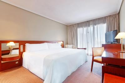 #spain @ Hotel Tryp Madrid Alameda Aeropuerto Hotel find a hotel /Staff friendly and all spoke English, pick up and drop off at the Airport included free of charge and works well. #Railway
