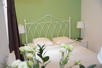 #spain @ Guest house Alvaro Residencia discounts hotels /Perfect Location for a City Trip Nice, englishspeaking house woman #Rome