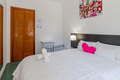#spain @ Guest house A&Z JAVIER CABRINI Cheap hotels /Apartments /Very reasonably priced, conviniently locate near the Metro and a 15m drive from the airport. Comfortable room and clean shared bathroom #Birmingham