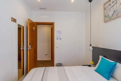 #spain @ Guest house A&Z JAVIER CABRINI cheap hotel rates /Very reasonably priced, conviniently locate near the Metro and a 15m drive from the airport. Comfortable room and clean shared bathroom #United