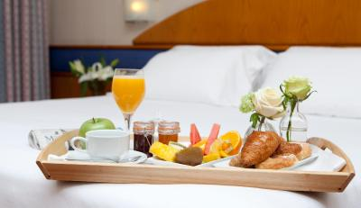#spain @ Hotel Agumar Find Me a good Hotel /Easy and fast checkin and checkout Clean rooms and comfort beds 12 minutes walking distance from the main train and bus station Around 35 … #Champs-Elyses