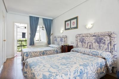 #spain @ Hotel Hotel Best Osuna hotel online booking /Pick up and drop service to and from Airport….. Nice pool, nice spread out property. #motel