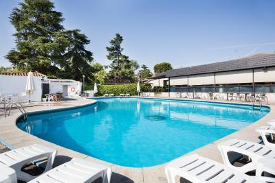 #spain @ Hotel Hotel Best Osuna hotel rooms discount /Pick up and drop service to and from Airport….. Nice pool, nice spread out property. #Dublin