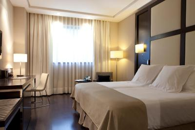 #spain @ Hotel Hotel Maydrit Airport book hotels cheap /The room had a lovely kingsized bed and the bathroom had both a bath and separate shower. The staff were very welcoming, friendly and helpful. #Peschiera