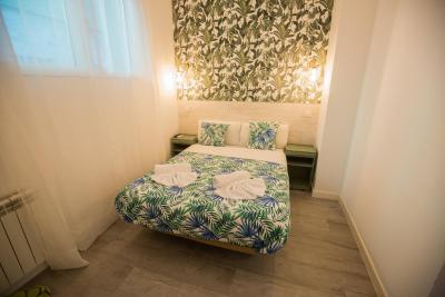 #spain @ Guest house Escala Suites find hotel near /It's a nice location. Friendly staff. I could see more investments all over the hotel  . For better #Market