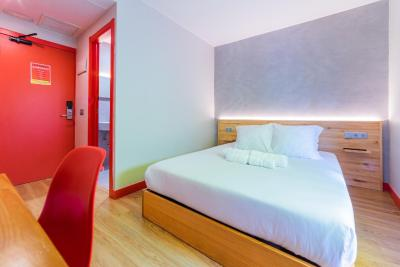 #spain @ Hostel Ok Hostel Madrid Affordable /Great staff, dinner deal with bottomless drinks is great value, wonderful location #Rome