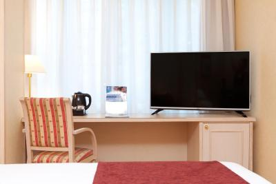 #spain @ Hotel Senator Castellana affordable offers /Great location! Close to metro and to bus stops. Room was super confortable and spacious. Cleanliness and staff was ok what I expected for a 3 star hotel. #cruise